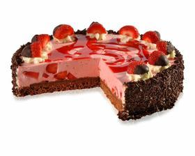 Osvěžující dezert z čerstvých jahod a lehkého krému ze zakysané smetany položený na čokoládovém korpusu s vrstvou čokoládových křupinek.Top je tvořen velkými jahodami namáčenými v čokoládě na šlehačkovém podstavci.