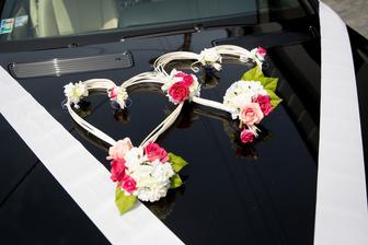 výzdoba na auto ostala po svadbe v pôvodnom stave a je na predaj :)