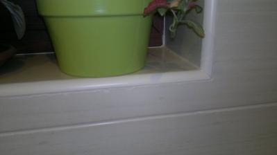 u okna, prý je to v pořádku - práce za 250,-Kč/m2, co bych taky chtěla.....snad né řezat vodním paprskem?.....Jo to bych klidně zaplatila, nemít takto ožrané kraje