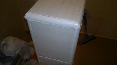 Lišta na soklu - brutus, obkladač si účtuje 250,-Kč/m2 obkladů (materiál vč.lepidel, lišt atd.jsme kupovali sami