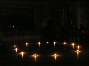 novomanželský sviečkový tanec, v strede sme