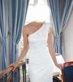 Originální svatební šaty od módní návrhářky, 36