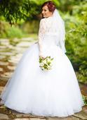 Svadobné šaty s tylovou sukňou, 36