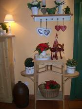 letitý květinový stolek po mé babičce