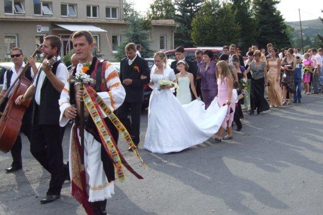 Anička Melicherová{{_AND_}}Ľubko Malatinec - Sprievod do kostola
