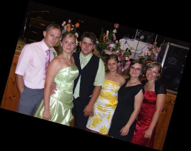 Anička Melicherová{{_AND_}}Ľubko Malatinec - A na záver foto s priateľmi.....