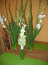 svatební kyti a mečíky - výzdoba ze sadů a hostiny