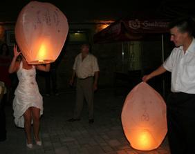 pouštění lampiónů ...