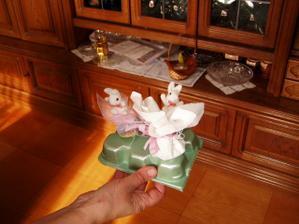 tie vlavo - darceky ruzove budu aj so zajkom pre hosti, ten v pravo je len skusobny z handricky :)))