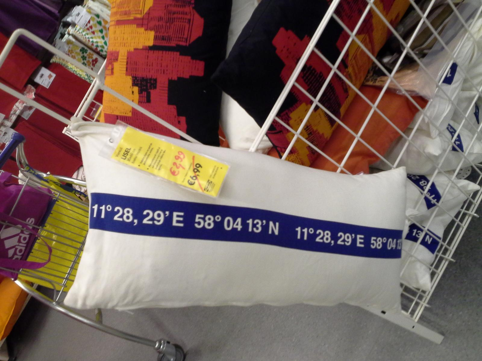 Biela Ikea... - Na tieto vankusky som cakala 2 mes...kym sa cena trosku pookrese..nooo...a uz ich maam..;))
