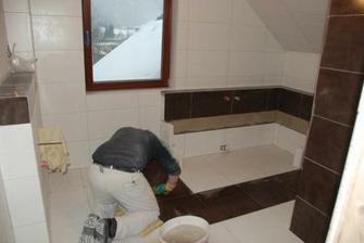 koupelna v patře i s pracantem obkladačem :-)