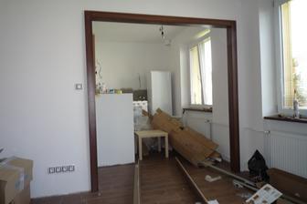 Obložka mezi kuchyní a obývákem