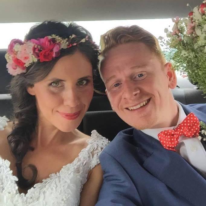 Lenka {{_AND_}}Marek - tak nasa prva aj posledna mobilova svadobna  fotka tesne pred obradom :D