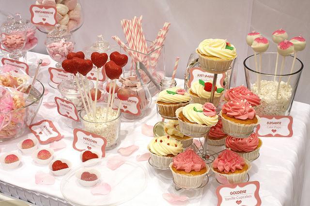 Candy bar alebo sladkosti na svadbe - Obrázok č. 27