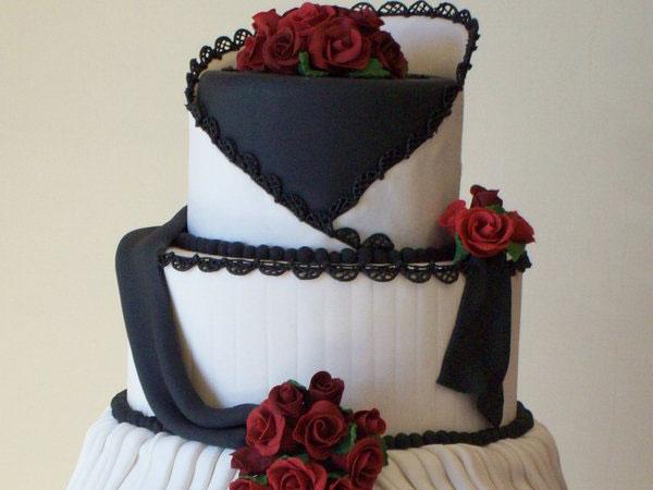 Červené torty inšpirácie - Obrázok č. 57
