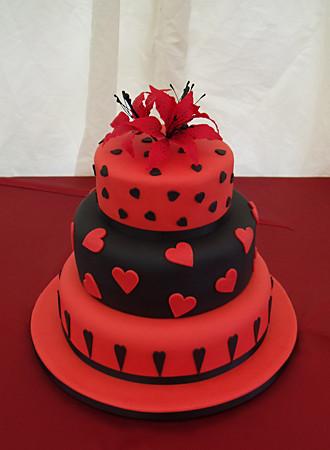 Červené torty inšpirácie - Obrázok č. 73