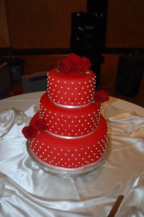 Červené torty inšpirácie - Obrázok č. 83