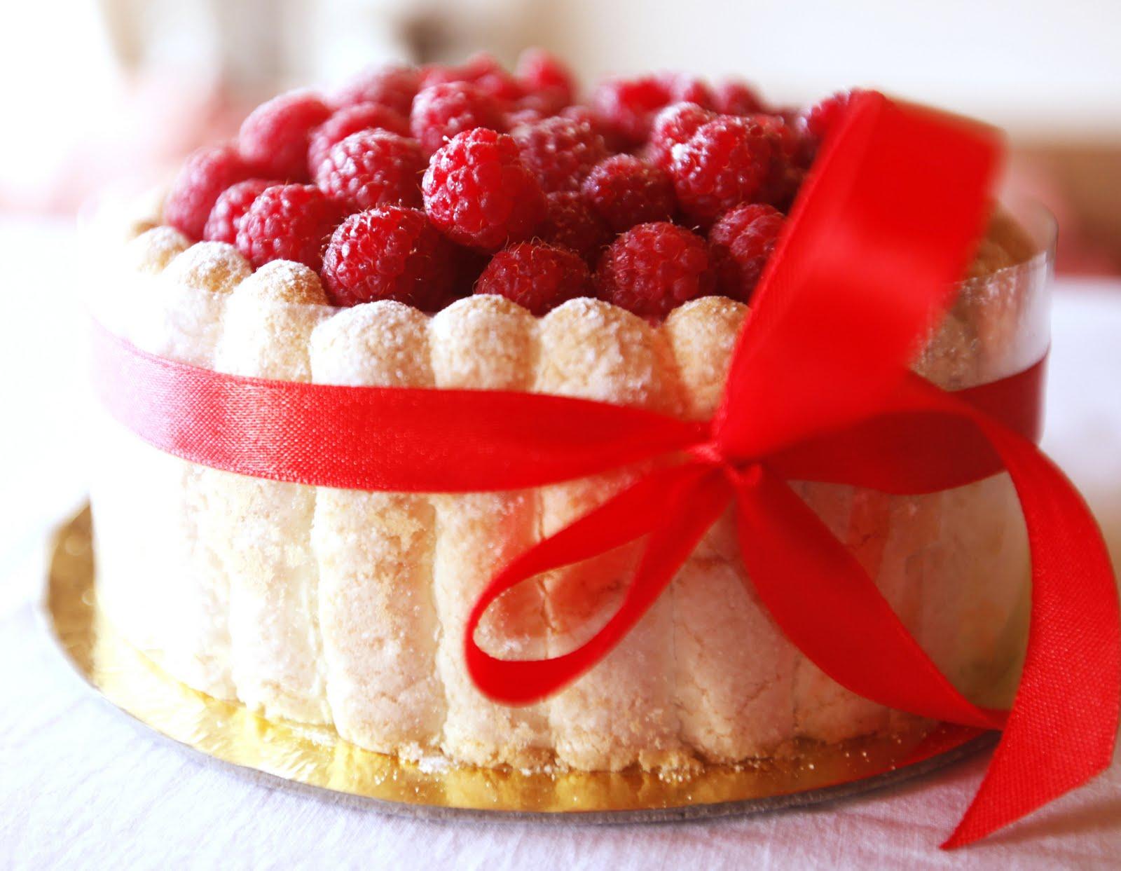 Červené torty inšpirácie - Obrázok č. 87