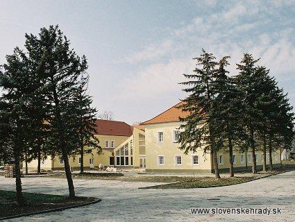 Kaštiele a zámky na Slovensku - Bac