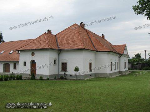 Kaštiele a zámky na Slovensku - Banova
