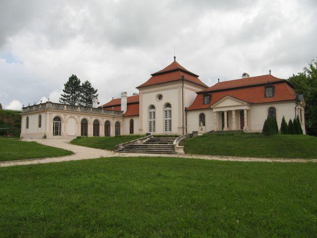 Kaštiele a zámky na Slovensku - Dvorec