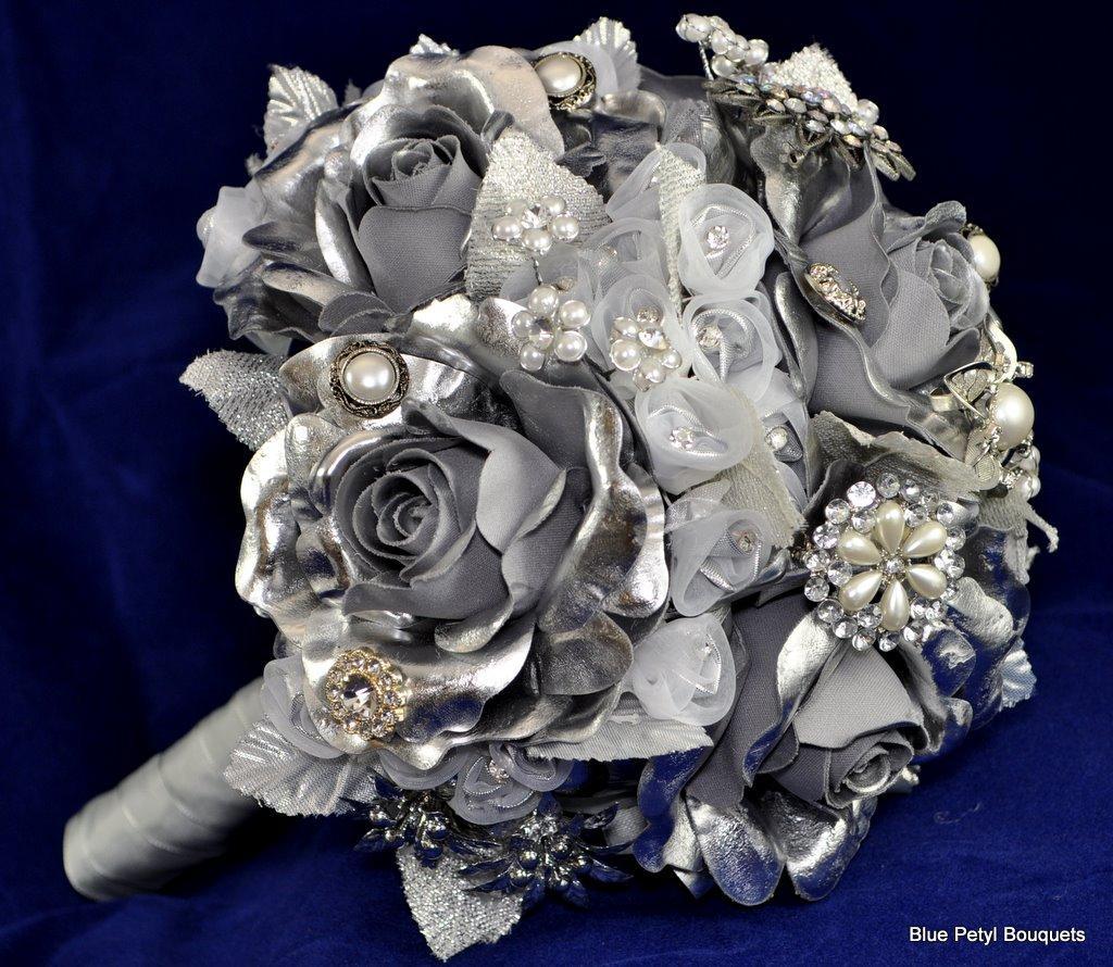 Sivé/strieborné kytice inšpirácie - Obrázok č. 9