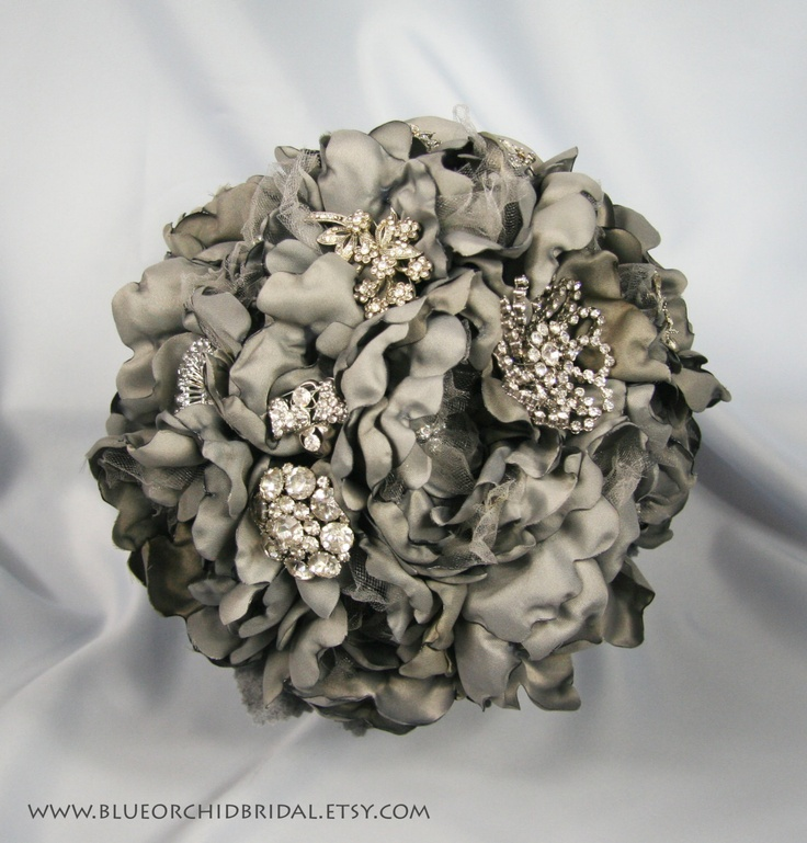 Sivé/strieborné kytice inšpirácie - Obrázok č. 10