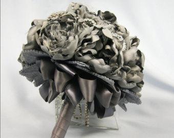 Sivé/strieborné kytice inšpirácie - Obrázok č. 25