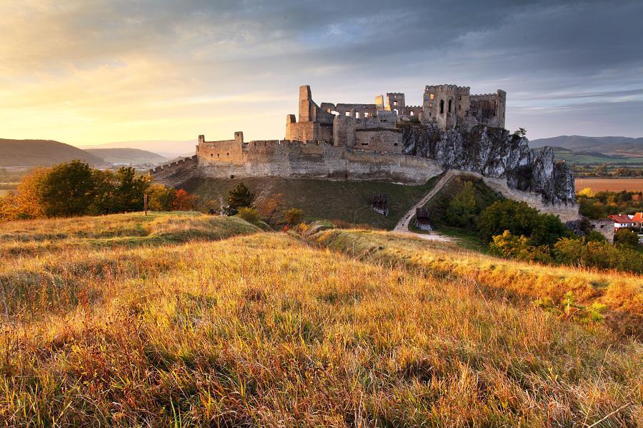 Krásne miesta Slovenska vhodné na svadobné fotenie - Beckov