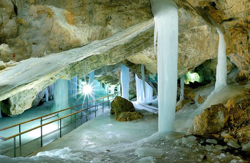 Krásne miesta Slovenska vhodné na svadobné fotenie - Demänovská ľadová jaskyňa