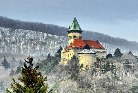 Krásne miesta Slovenska vhodné na svadobné fotenie - Smolenice