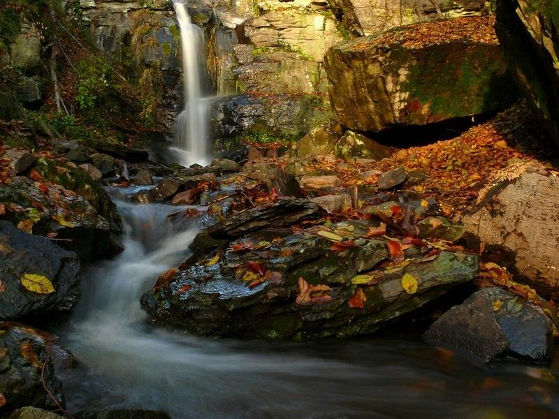 Krásne miesta Slovenska vhodné na svadobné fotenie - Starohutský vodopád