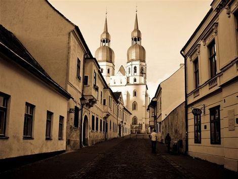 Krásne miesta Slovenska vhodné na svadobné fotenie - Trnava