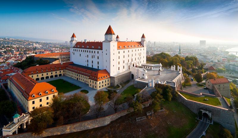 Krásne miesta Slovenska vhodné na svadobné fotenie - Bratislava