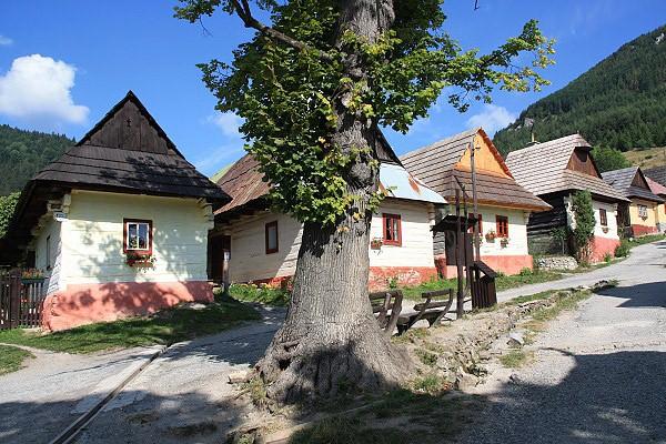 Krásne miesta Slovenska vhodné na svadobné fotenie - Vlkolinec