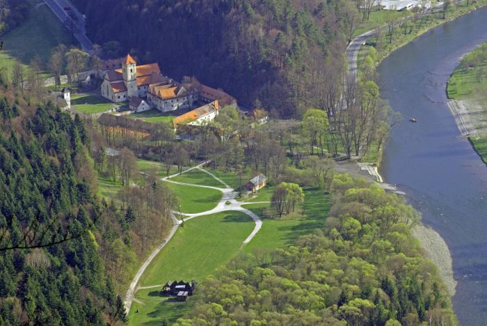 Krásne miesta Slovenska vhodné na svadobné fotenie - Červený kláštor