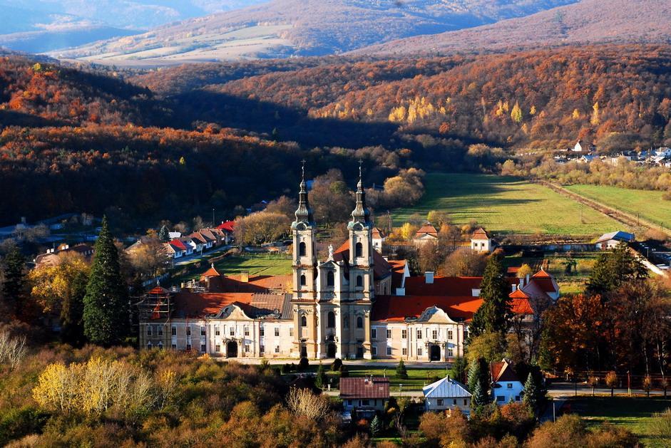 Krásne miesta Slovenska vhodné na svadobné fotenie - Jasov