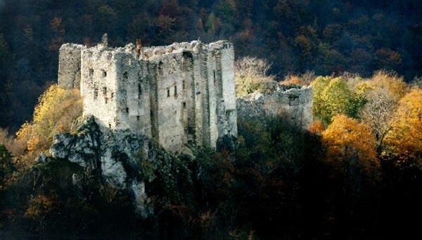 Krásne miesta Slovenska vhodné na svadobné fotenie - Uhrovec