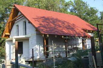 Hotova strecha, zatial bez stresnych okien a komina