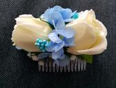 Hřebínky z umělých květin,