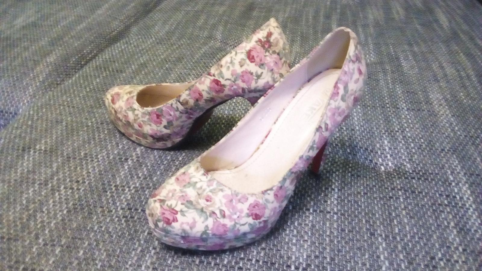 Ponúkam málo nosené topánky. - Obrázok č. 1