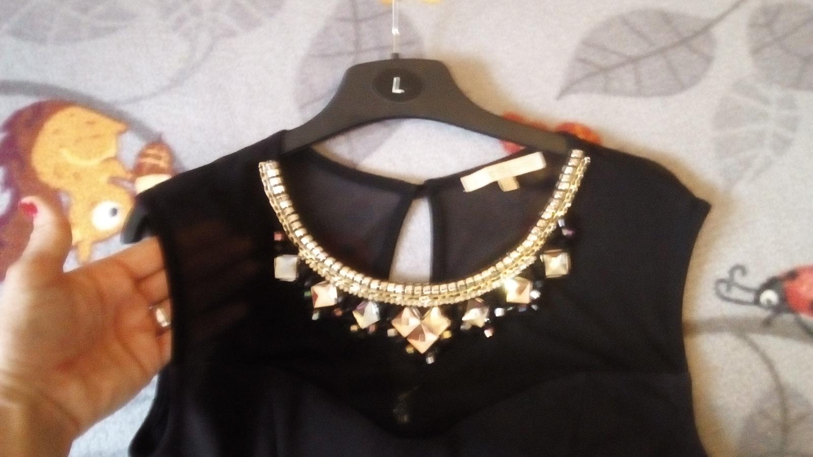 čierne šaty s kamienkami - Obrázok č. 2