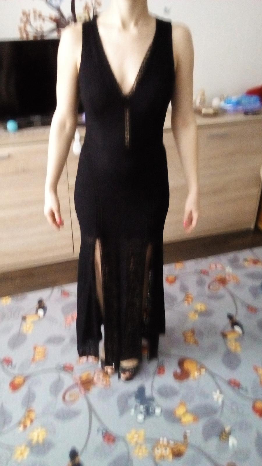 Dlhé čierne čipkované šaty.  - Obrázok č. 1