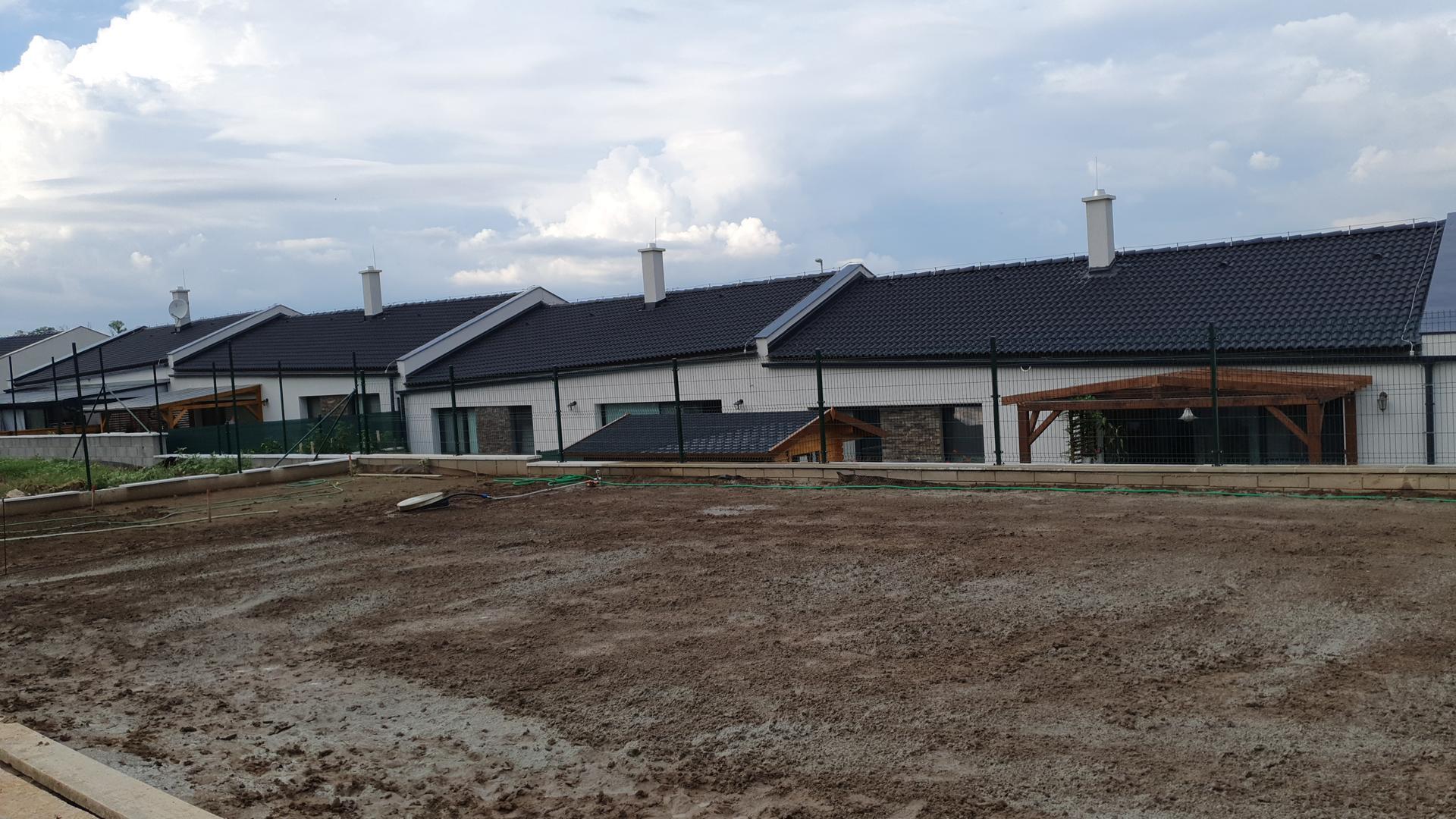 Travnik - Polievat sa bude 8x denne, ked nebude prsat.