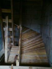 Este tocive schody...