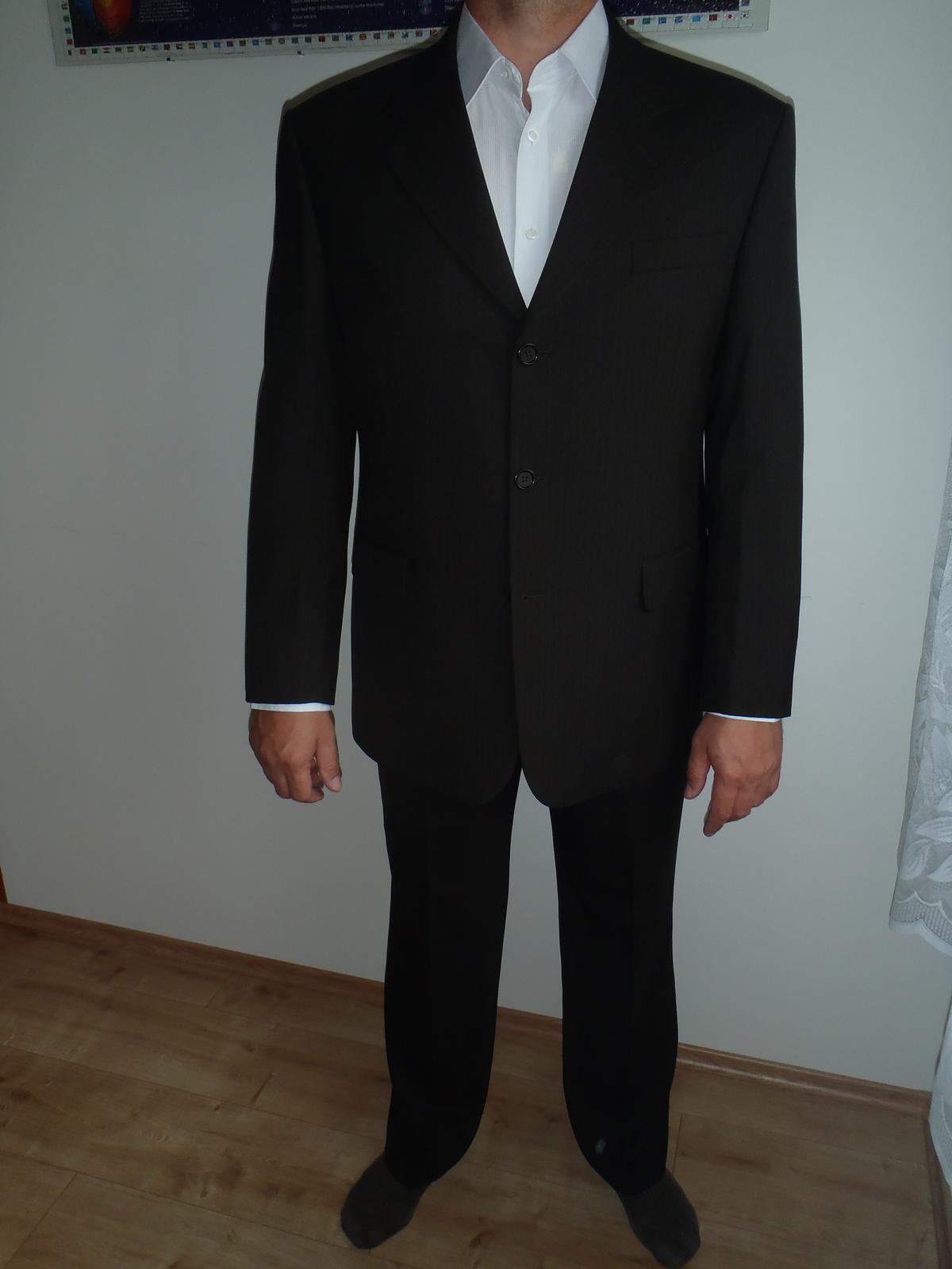 Hnedý oblek - Obrázok č. 1