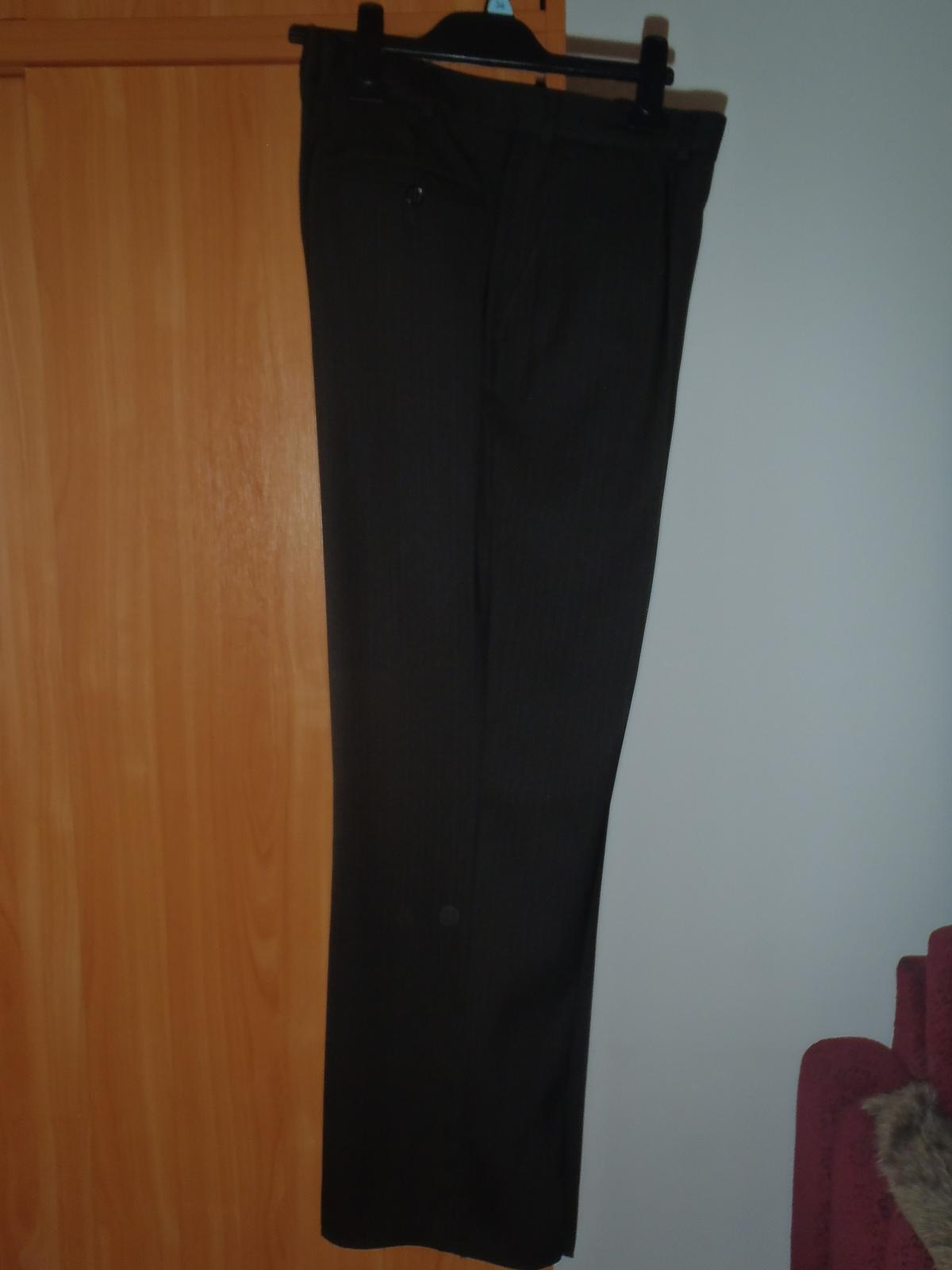 Hnedý oblek - Obrázok č. 3