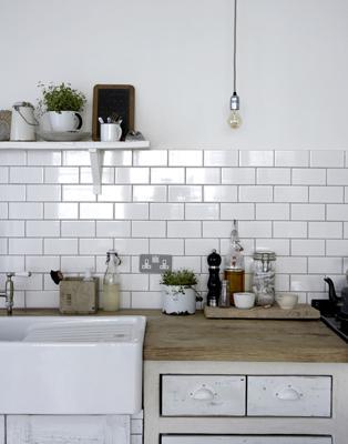 Drevo a biela v kuchyni - Obrázok č. 8