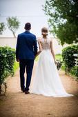 Svatební šaty s hladkou tylovou sukní, 34