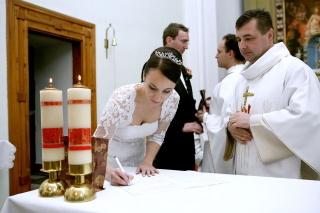 Lucia Šaryová{{_AND_}}Marcel Želonka - ešte podpis...